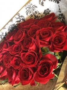 真っ赤な薔薇だけの…